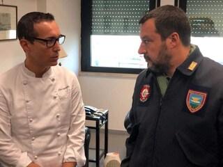 Matteo Salvini ha incontrato Gino Sorbillo nell'aeroporto militare di Napoli