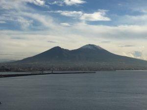 Il Vesuvio imbiancato questa mattina, giovedì 10 gennaio 2019. [Foto / Fanpage.it]