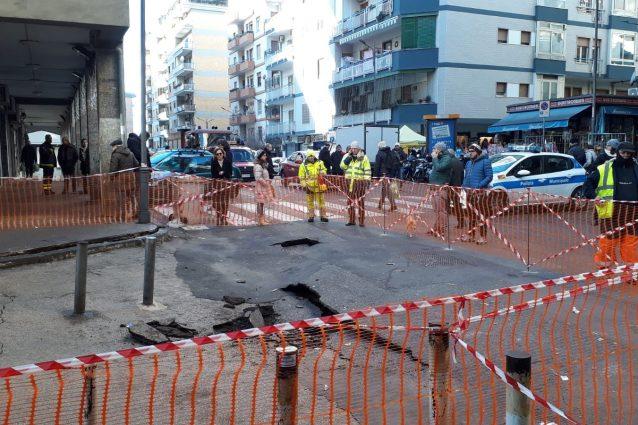 Voragine in via Fragnito , foto Fanpage.it