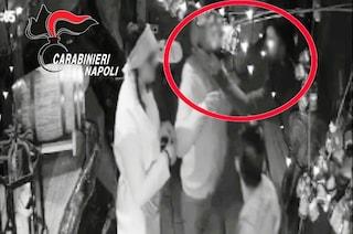 """Tentato stupro nel centro di Napoli: """"Scusa hai una cartina?"""", poi l'aggressione"""