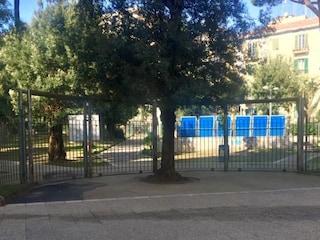 Parco Mascagna al Vomero chiuso per allerta meteo. Ma a Napoli c'è un bel sole