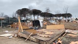 Ruspe in azione a Qualiano, sgomberato il campo rom: via duecento persone