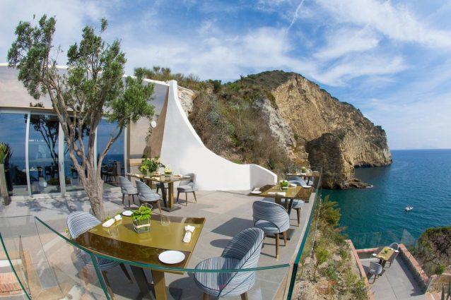 Il ristorante più romantico d'Italia? Si trova a Bacoli: è il ...