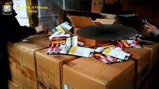 Colla cinese tossica in un magazzino di Napoli pronta ad essere venduta in tutta Italia