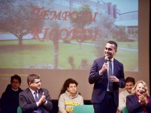 Luigi di Maio nel liceo di Pomigliano d'Arco