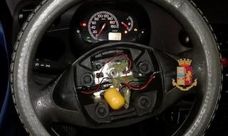 Spacciatore a domicilio, nascondeva la droga nel volante: occultata nell'ovetto della 'sorpresina'