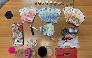 Pozzuoli, ragazzina pusher si nasconde la droga nelle mutande per sfuggire ai carabinieri