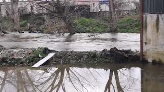 Esonda il fiume Sarno, allagate alcune case: cittadini bloccati all'interno