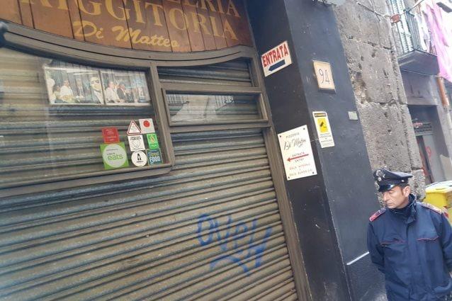 I fori nella saracinesca della pizzeria Di Matteo dopo gli spari della scorsa notte.