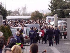 I funerali del piccolo Giuseppe, il bimbo ucciso di botte a Cardito. [Foto / Fanpage.it]
