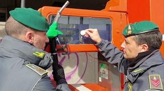 Aria al posto della benzina, la Finanza sequestra due stazioni di rifornimento in via Marina