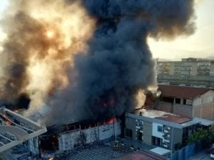 L'incendio a Casoria [Foto / Facebook]