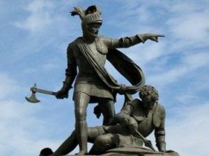 Il monumento di Barletta che celebra la vittoria di Ettore Fieramosca su Guy de la Motte.