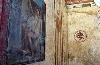 Nuova scoperta a Pompei: una sensuale alcova dove i clienti attendevano il loro turno