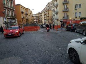 Via Santacroce riaperta al traffico nel pomeriggio di oggi, sabato 16 febbraio. [Foto / Fanpage.it]