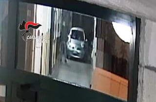 """""""Copriti che sul campo fa freddo"""", il codice dei rapinatori pagati 150 euro a macchina"""