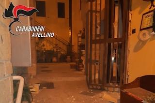 Boato nella notte, bomba carta esplode davanti alla trattoria
