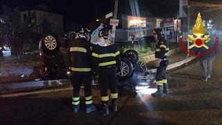 Auto perde aderenza con l'asfalto e si ribalta, conducente d'urgenza in ospedale