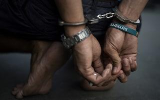 Scampia, latitante ordina cipolle a casa: i poliziotti seguono il fattorino e lo arrestano