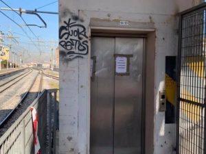 L'ascensore della stazione della Circumvesuviana di San Giorgio a Cremano.