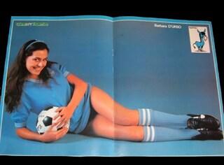 La giovanissima Barbara D'Urso a 19 anni tifosa del Napoli, nel poster anni '80