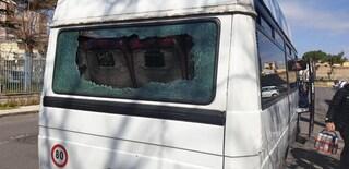 Napoli, assalto con pietre e mazze al bus dei baby calciatori