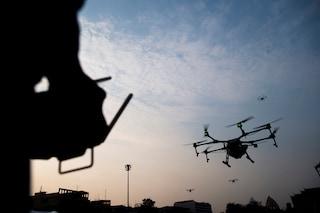 In auto con hashish, 10 telefonini e un drone: arrestati due giovani a Caserta