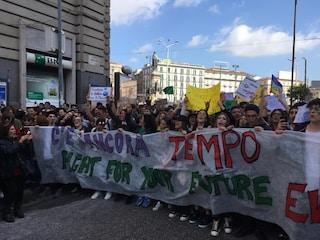 Napoli in piazza per il Friday for Future: in 15mila per chiedere un futuro ecosostenibile