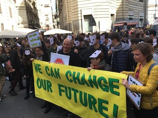 C'è Salvini: niente Piazza Plebiscito per il corteo Friday for Future, poi il dietrofront