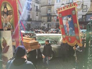 """Funerali Fortuna Bellisario, il prete: """"Chi picchia una donna è uno stronzo"""""""