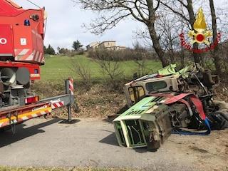 Si ribalta col trattore in Cilento: uomo di 60 anni muore schiacciato