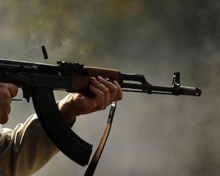 Bagnoli, sequestrate le armi della camorra: trovati kalashnikov e mitraglietta