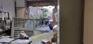 Castellammare, sfondano l'ufficio postale con la jeep: bottino da 80mila euro