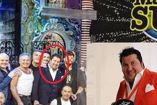 Nella foto di gruppo del cast di Made in Sud c'è anche l'imprenditore arrestato