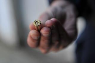 Capodanno, 19enne ferita da proiettile ad Aversa: spari dal palazzo di fronte, trovate altre ogive