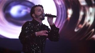 """Tony Colombo, aggredita troupe di """"Non è l'Arena"""": il cantante strappa il cellulare all'inviata"""