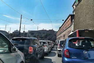 Inferno traffico a Napoli: è un giovedì nero per chi deve spostarsi