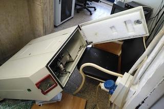 Vandali nella Circumflegrea di Licola, vetri sfondati e macchinari sfasciati nella notte