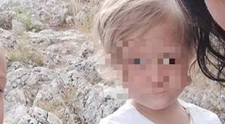 Bambina muore soffocata da un pezzo di wurstel a casa della nonna