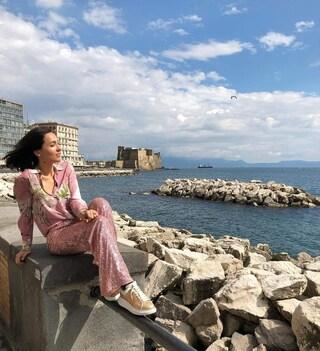 Caterina Balivo pubblica una foto a Napoli e su Instagram piovono insulti razzisti