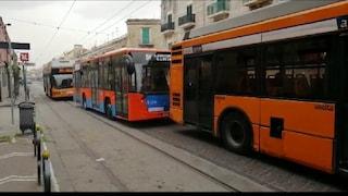 La processione della Madonna dell'Arco blocca i già pochi bus in giro a Napoli