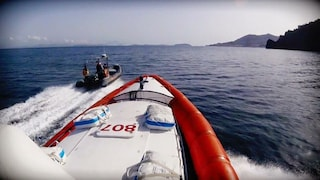 Punta Campanella, barca con 9 persone affonda. A bordo anche 2 bambini: tutti salvi