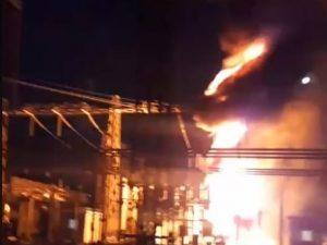 Incendio nella centrale elettrica di Pozzuoli (foto da video Facebook)