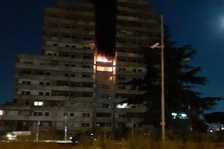 Incendio in una Vela di Scampia a Napoli: paura tra i residenti