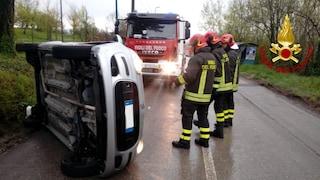 Avellino, auto si ribalta su una stradina: donna intrappolata, liberata dai vigili del fuoco