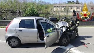 Incidente sul Raccordo Avellino-Salerno: coinvolte due auto ed un furgone, ferito un giovane