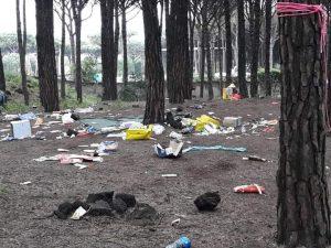 I rifiuti abbandonati nel giorno di Pasquetta, che quest'anno coincide con la Giornata Mondiale della Terra.