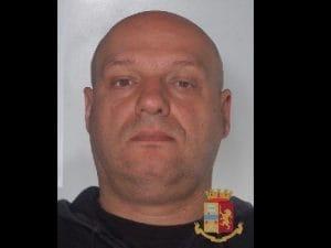 Vincenzo Picone, l'uomo arrestato dalla Polizia a Torre del Greco che hanno diffuso la foto per consentire ad altre vittime di riconoscerlo.