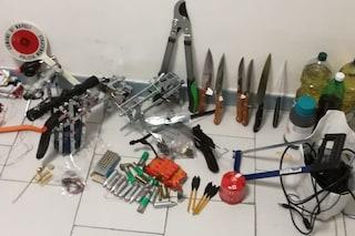 Napoli, paziente psichiatrico aveva la casa piena di coltelli, munizioni e benzina