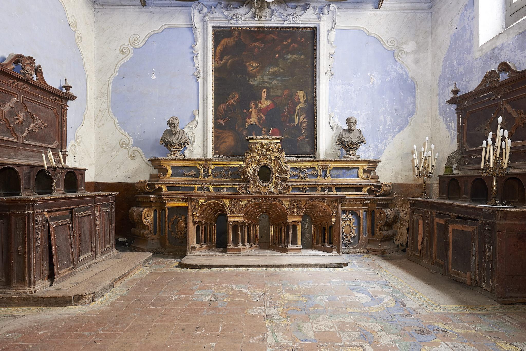 L'altare ligneo settecentesco conservato nella sacrestia della Chiesa (foto: Associazione Respiriamo Arte).